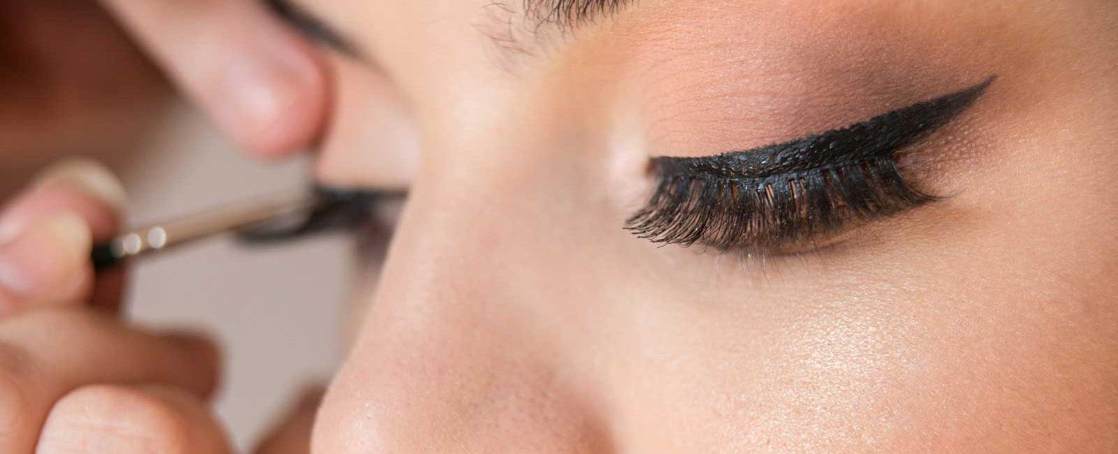 Wear Fake Eyelashes