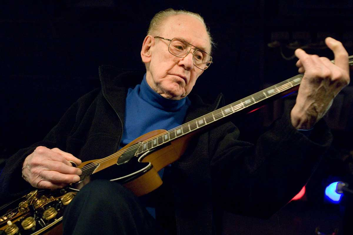 Paul playing a Gibson Les Paul at the Iridium Jazz Club in New York City, 2008